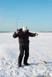 De visser bij de winter de visserij Stock Foto