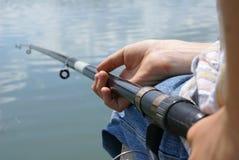 De visser met een visserij stock afbeelding