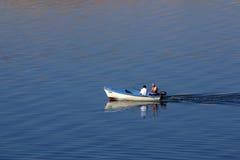 De visser op de boot royalty-vrije stock foto's