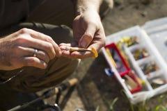 De visser ` s overhandigt heden het rubber spinnen lokt royalty-vrije stock foto