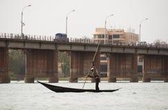 De visser van Bozo in Bamako, Mali stock foto's