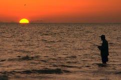 De visser van de zonsondergang Stock Foto