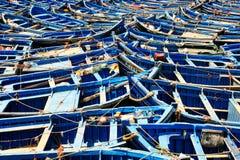 De visserij van blauwe boten in Marocco Veel blauwe vissersboten in Royalty-vrije Stock Afbeeldingen