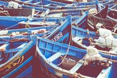 De visserij van blauwe boten in Marocco Veel blauwe vissersboten in Stock Fotografie