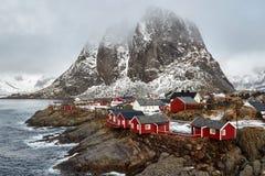 De visserij van dorp van Hamnoy in de Lofoten-Eilanden, Noorwegen stock foto's