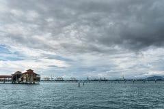 De visserij van dorp in Penang bij bewolkte dag Royalty-vrije Stock Foto's