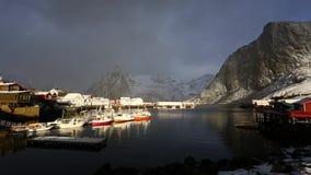 De visserij van dorp van Lofoten stock video