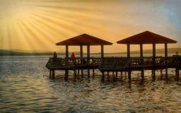 De visserij van pijler bij zonsondergang Stock Foto's