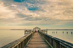De visserij van pijler op de Potomac Rivier in Leesylvania-het Park van de Staat, Vir royalty-vrije stock foto