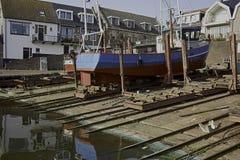 De visserij van schip het UK 264 bij historische Scheepswerf Koffeman bij vroeger eiland Urk Stock Afbeelding