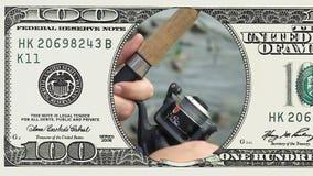 De visserij van spoelclose-up in kader van 100 dollarrekening stock videobeelden