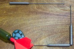 De visserij van toebehoren op houten achtergrond Plaats voor uw tekst stock fotografie