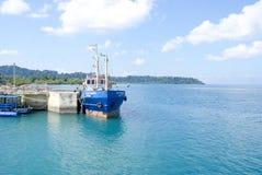 De visserij van treiler bij Havelock-Veerboot Ghat, Havelock-Eiland, Andamans Stock Afbeeldingen