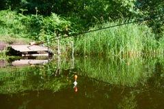 De visserij van vlotter op water van meer royalty-vrije stock fotografie