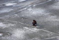 De visserij van de winter Visser op ijs Stock Foto