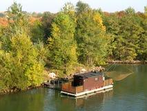 De visserij van woonboot op Donau Wenen Stock Afbeelding