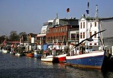 De visserijdorp van de jachthaven Stock Afbeeldingen