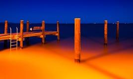 De visserijpijler in Havre DE Grace, Maryland bij nacht Stock Foto's
