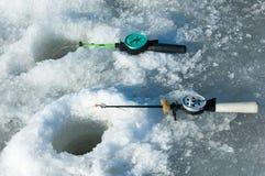 De vissers van de riviervloed De gescheurde vissers van het rivierijs Rivier met Royalty-vrije Stock Afbeeldingen