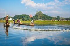 De vissers vangen vissen 3 December, 2013 in Mandalay Stock Afbeelding