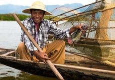 De vissers vangen vissen 3 December, 2013 in Mandalay Royalty-vrije Stock Foto