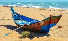 De vissersboot op de bank van het Perzische Golf royalty-vrije stock foto's