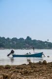 De Vissersboot wacht op Royalty-vrije Stock Afbeelding