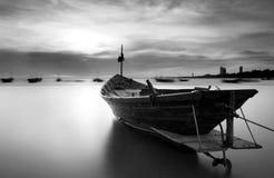De vissersboot in zwart-wit, Thailand royalty-vrije stock foto's