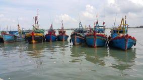 De vissersboten in Vietnam stock foto