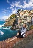 De vissersdorp van Riomaggiore in Cinque Terre Royalty-vrije Stock Foto