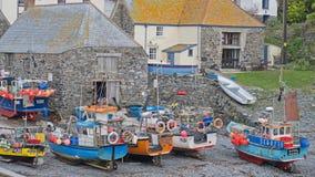 De vissersvloot van Cornwall bij Cadgwith-inham Stock Foto's
