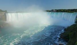 De vista completa de Niagara Falls do lado canadense foto de stock