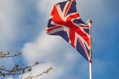 De vlag die van het Verenigd Koninkrijk op de wind golven royalty-vrije stock foto