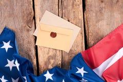 De vlag en de enveloppen van de Verenigde Staten van Amerika royalty-vrije stock afbeelding
