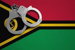 De vlag en de politiehandcuffs van Vanuatu Het concept misdaad en inbreuken in het land royalty-vrije stock foto