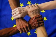 De vlag multiculturele groep van Europa de diversiteit van de jongerenintegratie royalty-vrije stock fotografie