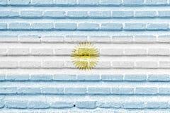 De vlag van Argentinië op een oude bakstenen muur Stock Foto