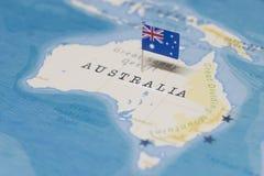 De Vlag van Australië in de wereldkaart royalty-vrije stock afbeelding