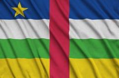De vlag van de Centraalafrikaanse Republiek wordt afgeschilderd op een stof van de sportendoek met vele vouwen De banner van het  royalty-vrije stock afbeeldingen