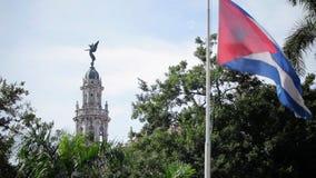 De vlag van Cuba in de stad stock video