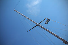 De vlag van de piraat op het schip Stock Foto's