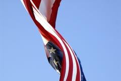 De vlag van de V.S. in de wind Stock Foto's