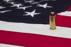De Vlag van de V.S. en één enkele kogel Royalty-vrije Stock Fotografie