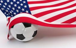 De vlag van de V.S. met de bal van het kampioenschapsvoetbal stock foto