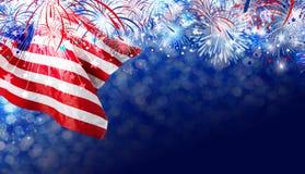 De vlag van de V.S. met vuurwerkachtergrond voor 4 juli-onafhankelijkheidsdag Royalty-vrije Stock Afbeeldingen