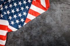 De vlag van de V.S. op grijze achtergrond Stock Foto
