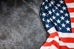 De vlag van de V.S. op grijze achtergrond Stock Afbeeldingen