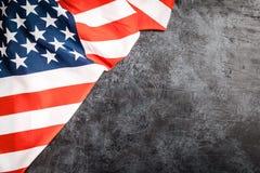 De vlag van de V.S. op grijze achtergrond Royalty-vrije Stock Foto's