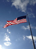De Vlag van de V.S. in Sunny Sky Royalty-vrije Stock Afbeeldingen