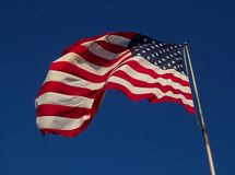 De Vlag van de V.S. - Winderige Dag Stock Foto's